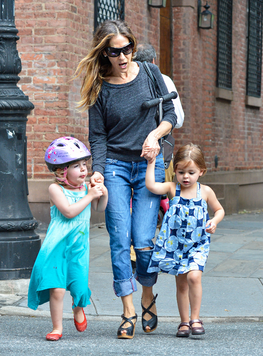 Sarah Jessica Parker picks her twin girls up from school and walks them home in Downtown Manhattan. Pictured: Sarah Jessica Parker, Marion Broderick and Tabitha Broderick Ref: SPL558785  110613   Picture by: V Chile / Splash News Splash News and Pictures Los Angeles:310-821-2666 New York:212-619-2666 London:870-934-2666 photodesk@splashnews.com