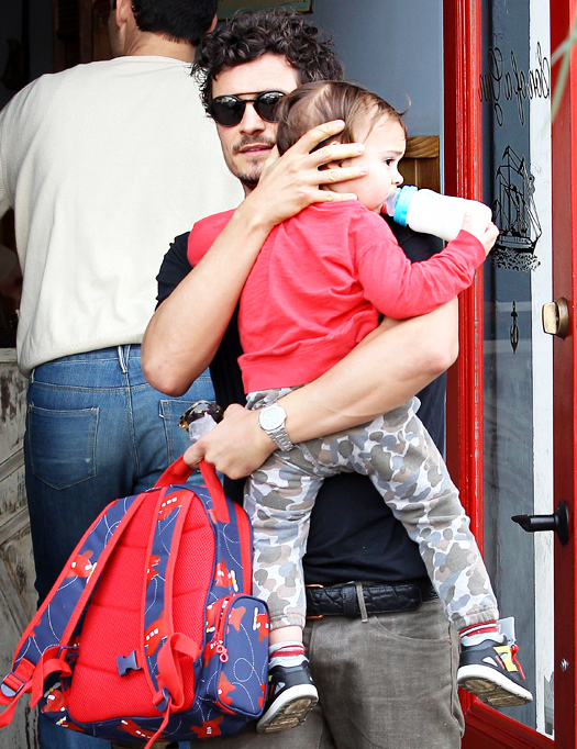 NO JUST JARED USAGE Orlando Bloom feeds his son Flynn on his way to the car and tips the valet in Beverly Hills. Pictured: Orlando Bloom and Flynn Bloom Ref: SPL490006  020213   Picture by: Splash News Splash News and Pictures Los Angeles:310-821-2666 New York:212-619-2666 London:870-934-2666 photodesk@splashnews.com