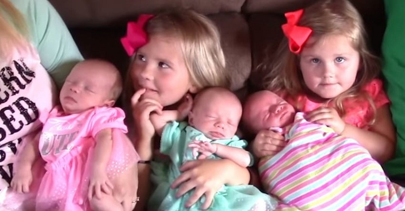 Пока родители позировали для фото, доктора заметили что-то в лицах детей