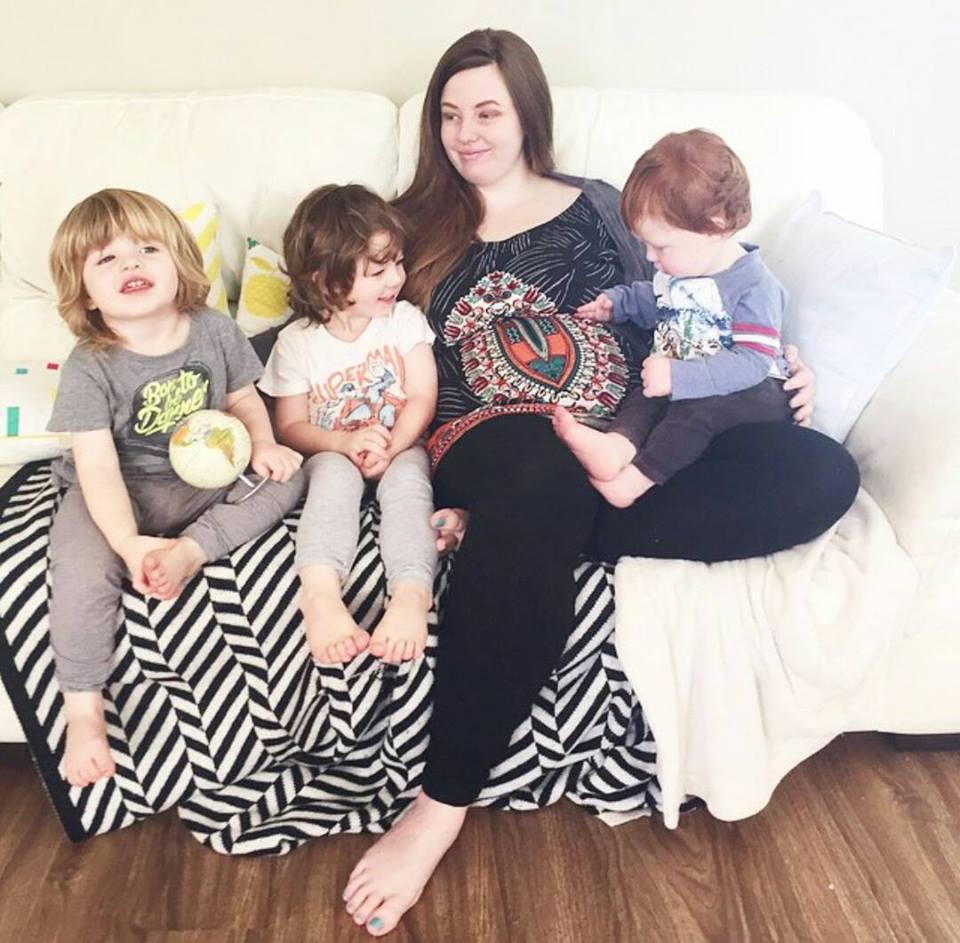 Беременная 4-тым ребенком мать знала, что такого с ее животом быть не должно...