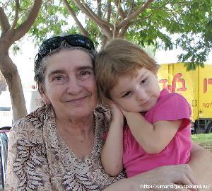Бабушка 2 года носила траур по погибшей внучке. А потом нашла ее!