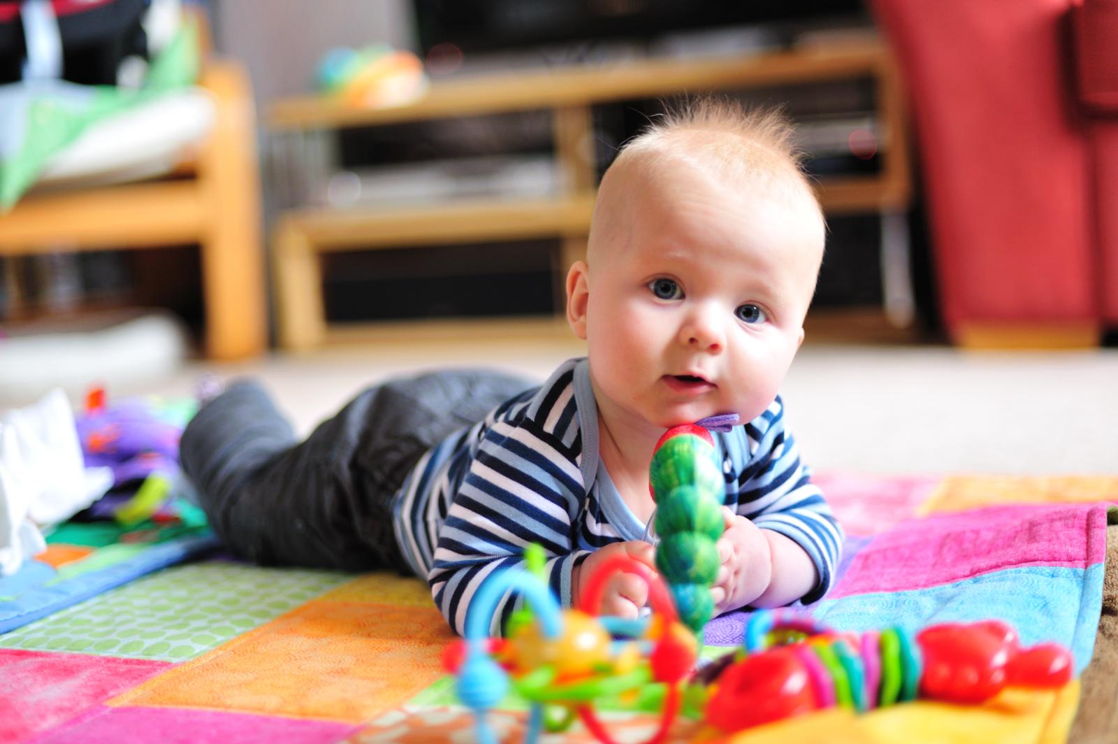 Консультация на тему - ребенок в 9 месяцев не определяет предметы - здравствуйте!моему сынишке 9 месяцев,я читала,что в этом возрасте ребенок должен на вопрос где?