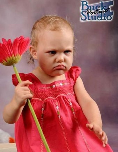 Очаровательный вредина: 15 фото недовольных малышей