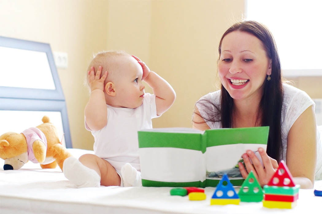 Первые слова: как быстрее развить речь ребенка до 1 года и после?