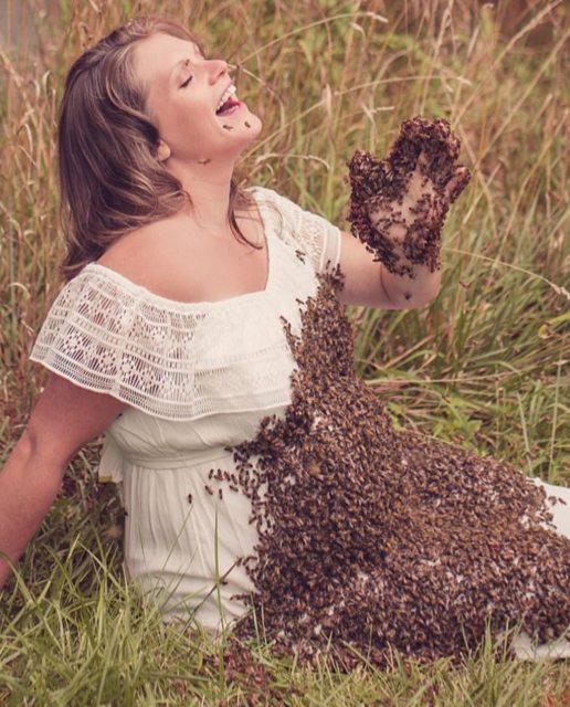 Мамочка в положении заказала фотосессию с... Пчелами!