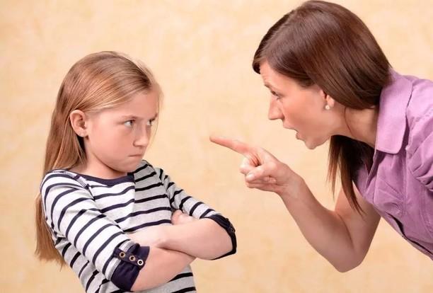Не говорите этого: 10 фраз, которые ранят детскую психику