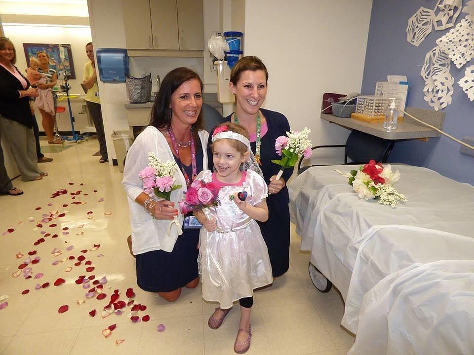 Ей всего 4 года, но она уже вышла замуж за 28-летнего доктора