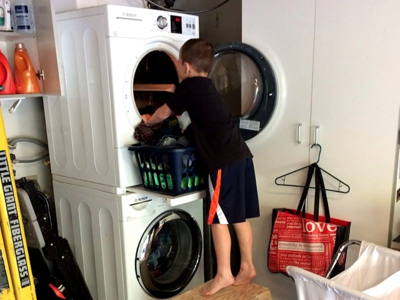 http://static3.businessinsider.com/image/5655dce2c2814434008b56bc-1200/1-they-make-their-kids-do-chores.jpg
