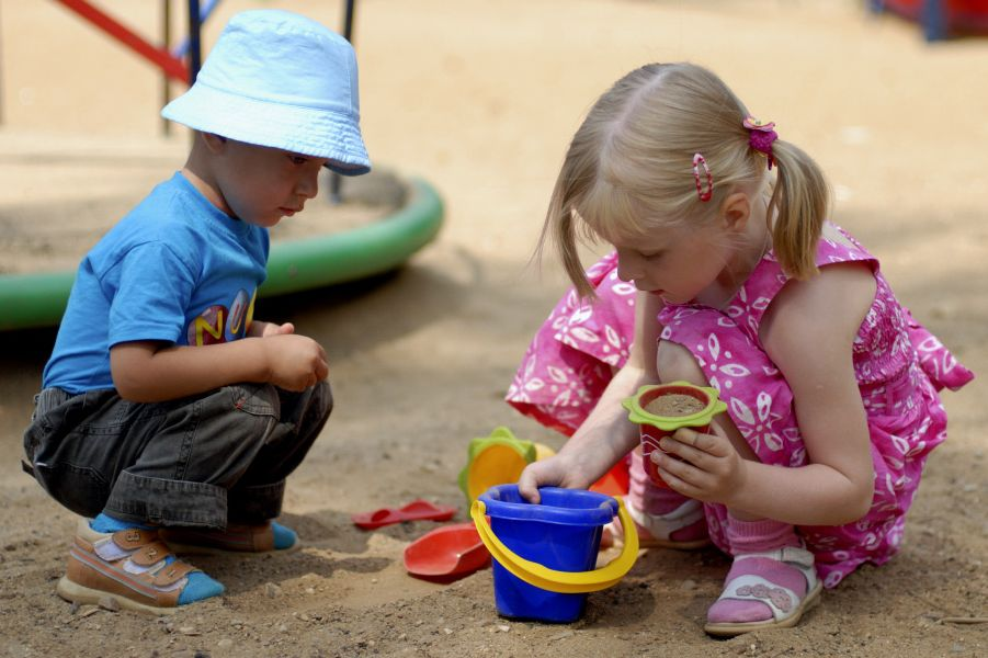 Как научить малыша дружить со сверстниками?