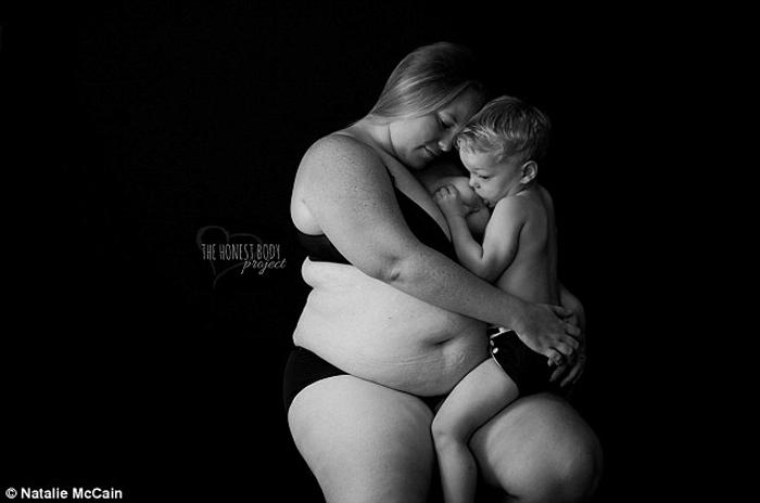 Пока есть молоко - нужно кормить: скандальный фото-проект о ГВ