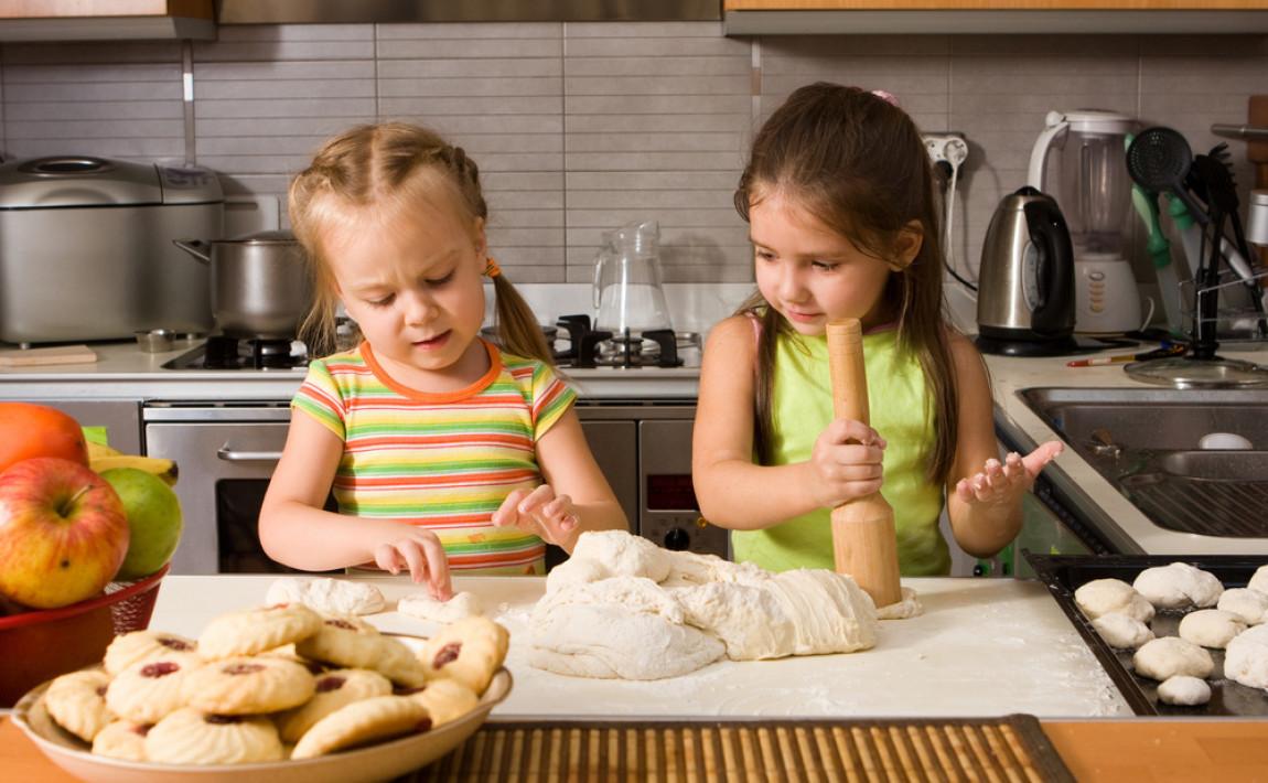 Маленький шеф-повар: 9 советов, как начать готовить с ребенком