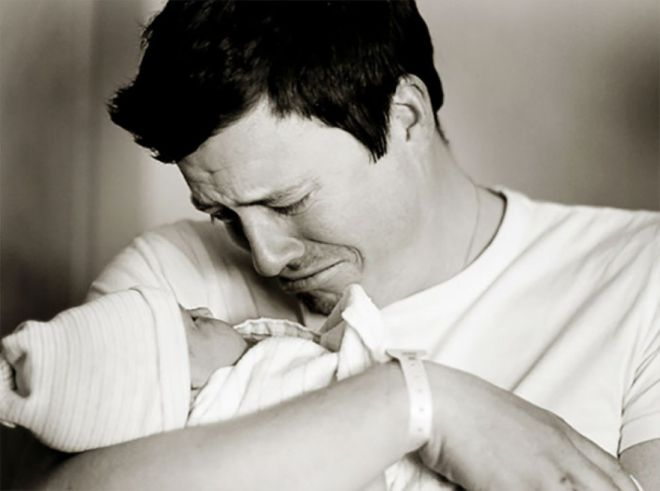 Первая встреча: 30 пап, которые только что увидели своих малышей