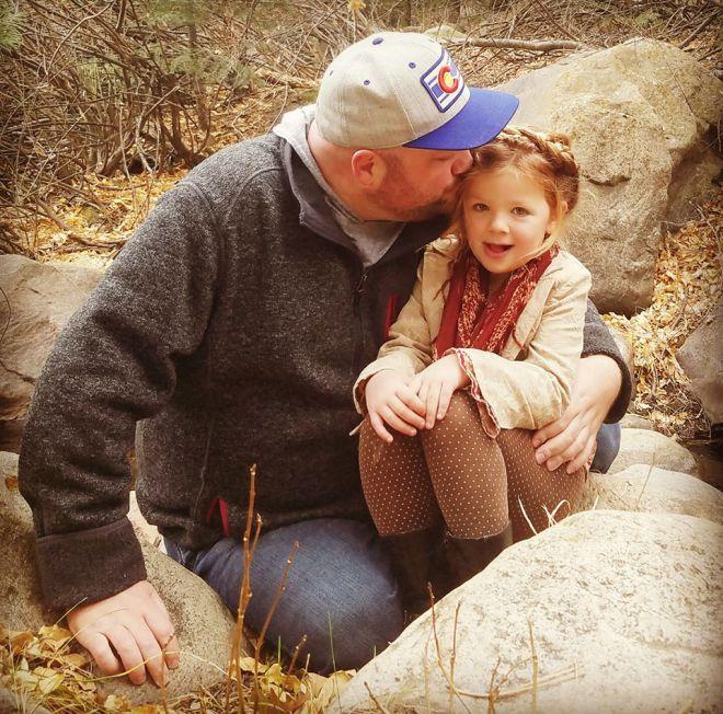 Папа Может: он делает прически своей дочке лучше любой мамы - 25 фото