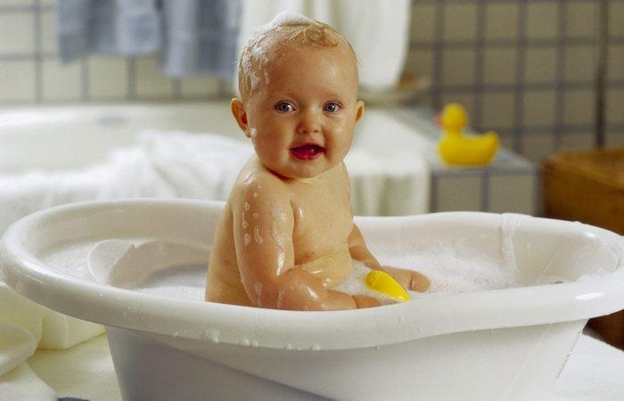 Когда лучше всего купать младенца?