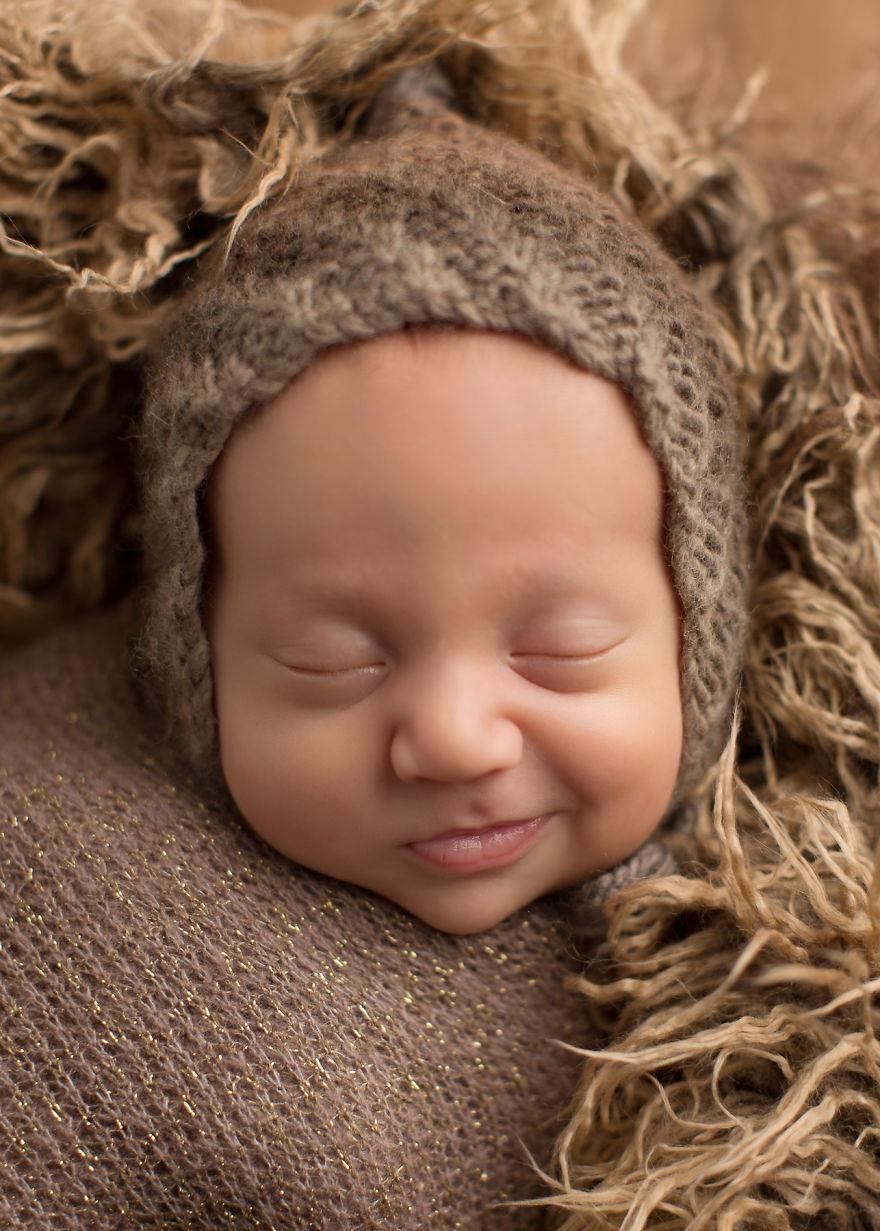 Она ловит их во сне: 15 улыбок, которые растопят любое сердце