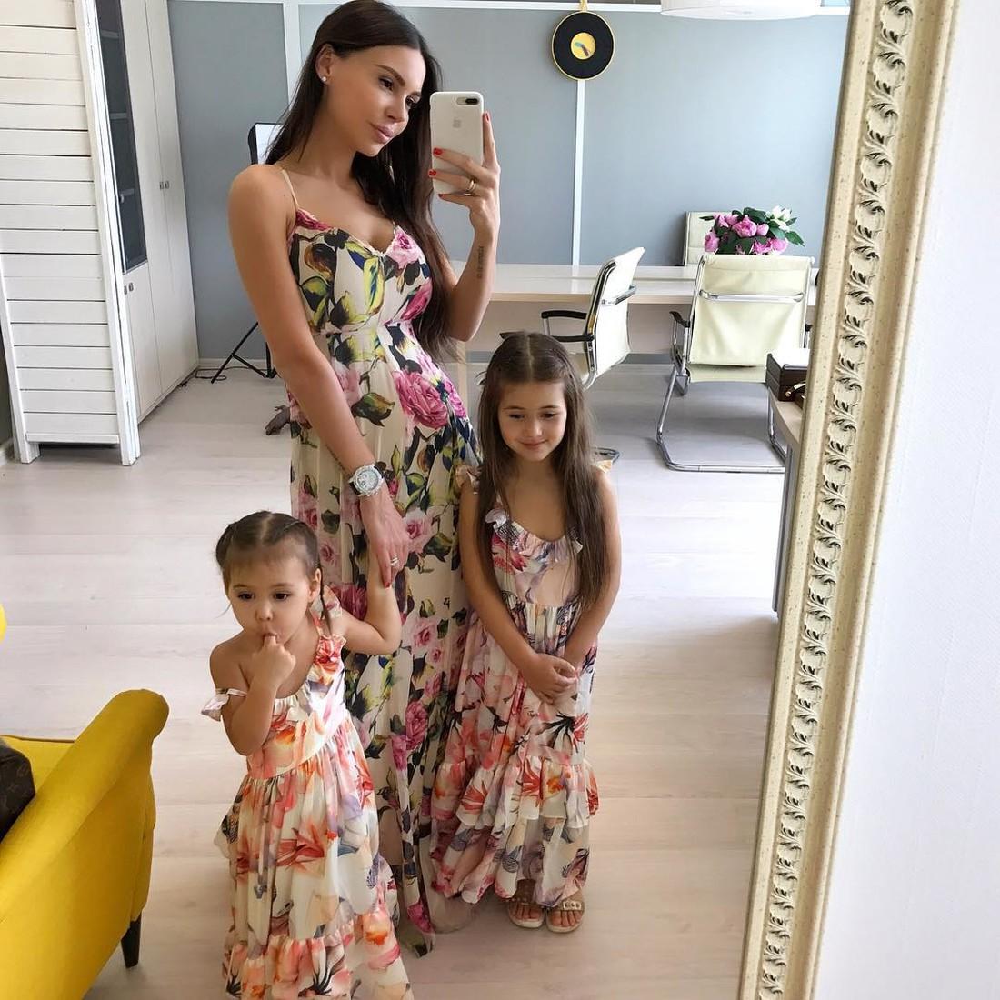 Трижды мама Оксана Самойлова показала младшую дочь Майю