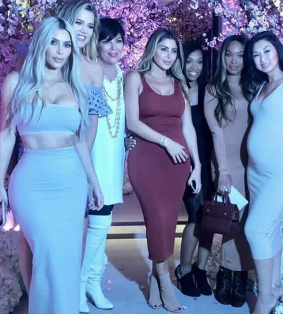 Вaby Shower: Ким Кардашьян устроила вечеринку в честь будущего малыша