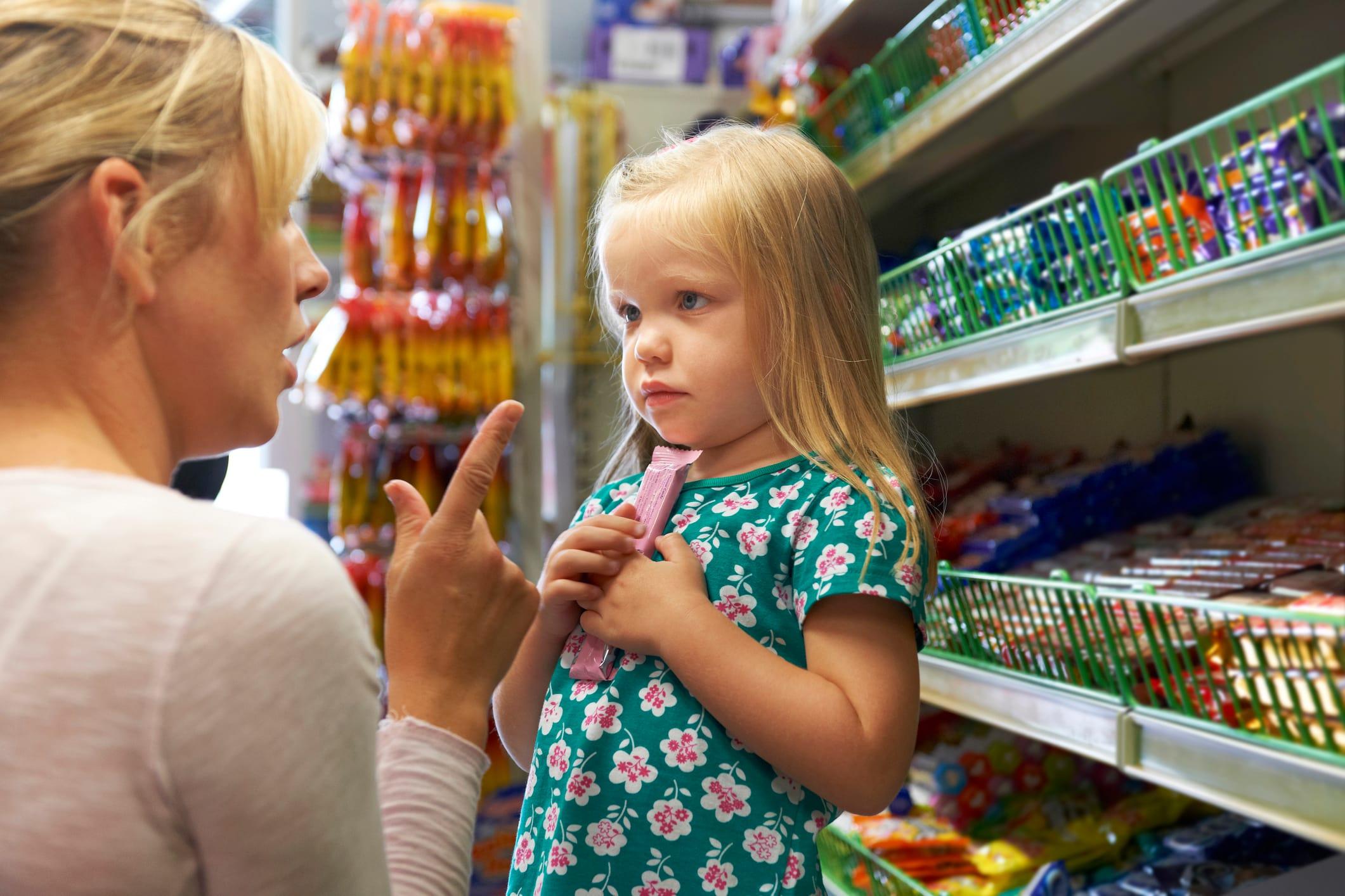 Это нельзя говорить детям: 4 фразы, от которых будет только хуже