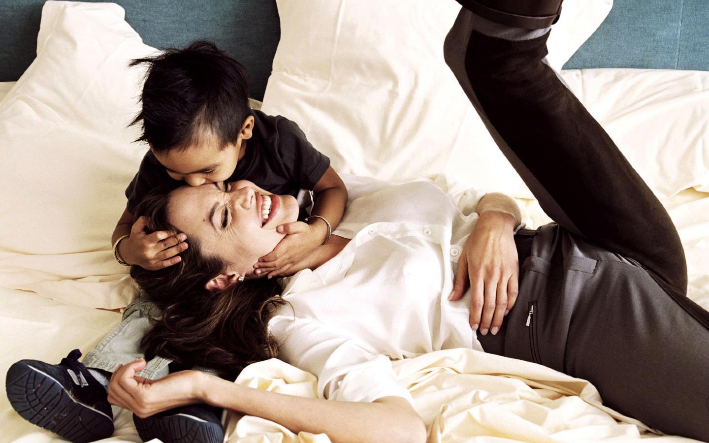 Анджелина Джоли и дети: 18 лучших кадров из семейного архива