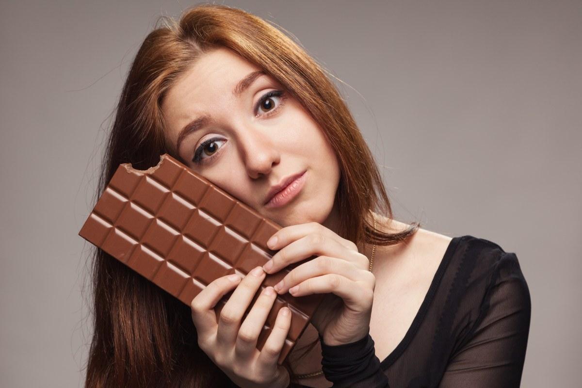 Stop-лист при лактации: можно ли шоколад кормящей маме?