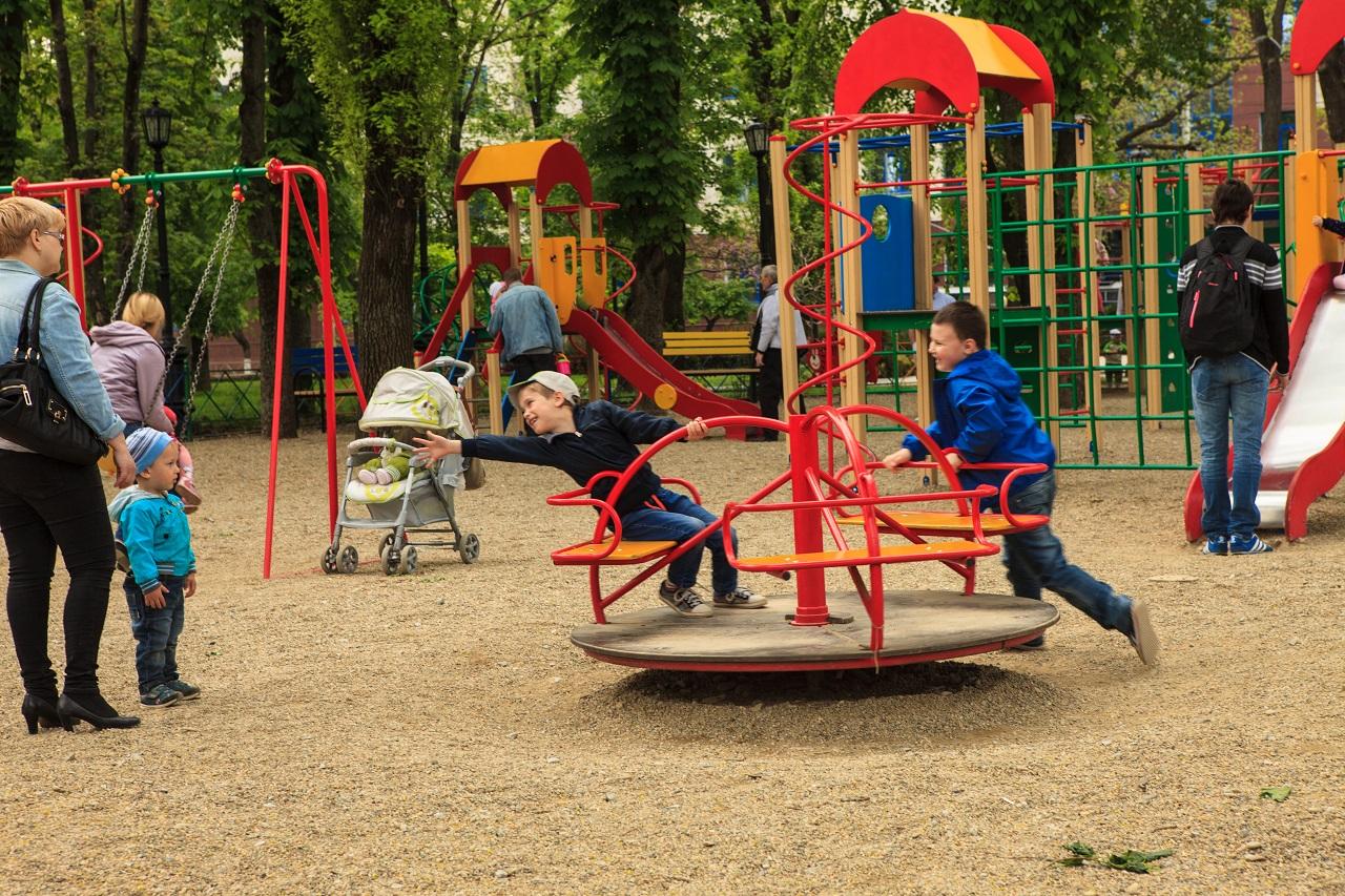Опасно, детская площадка: 11
