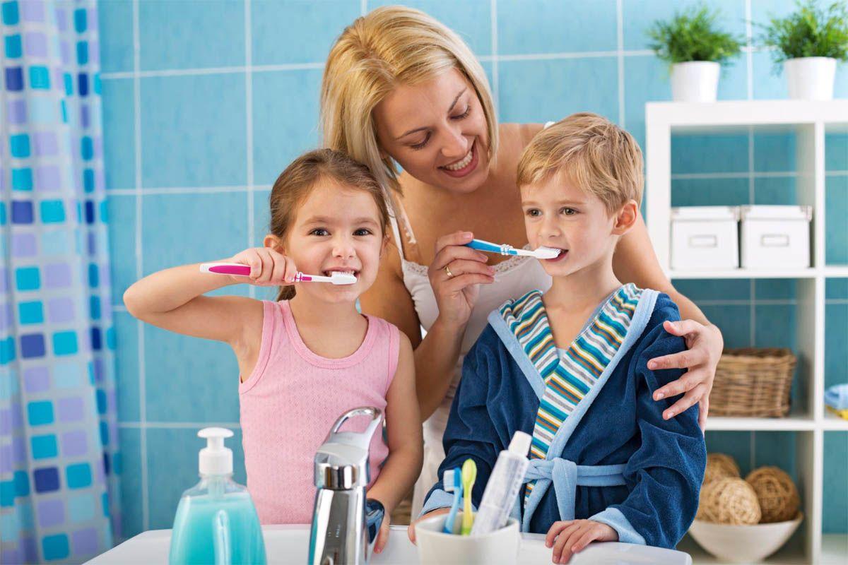 Как приучить ребенка чистить зубки?