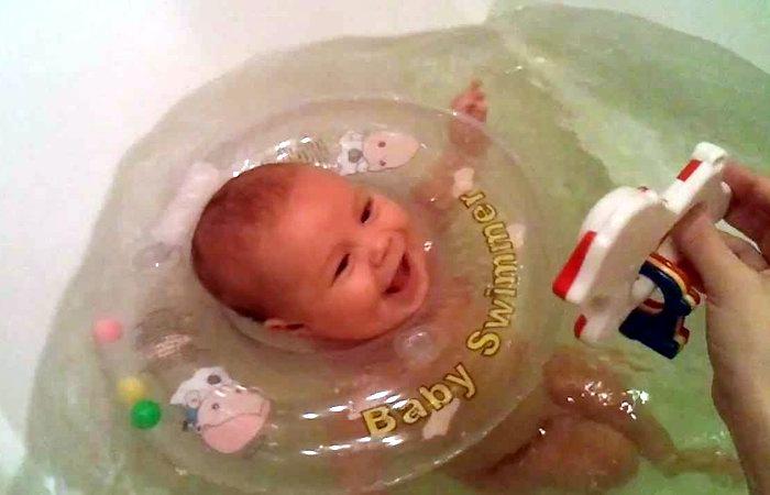 Купание и мытье младенца: в чем разница
