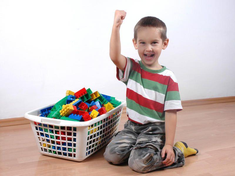Без криков и наказаний: как приучить ребенка к порядку