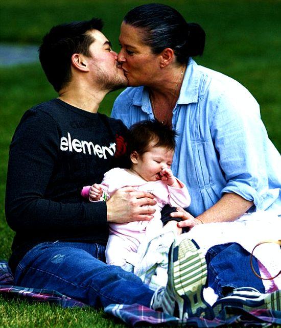 Верить или нет: отец-одиночка из Германии родил ребенка