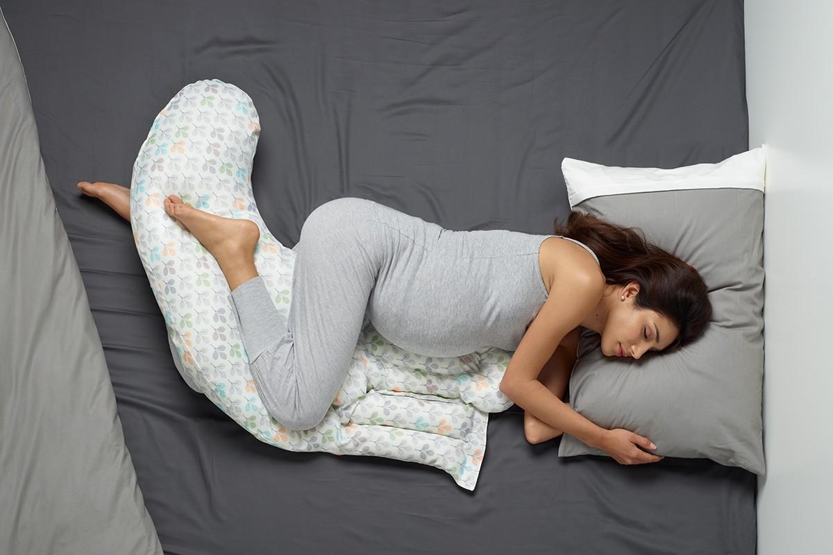 Врачи бьют тревогу: почему спать на спине беременным - опасно?