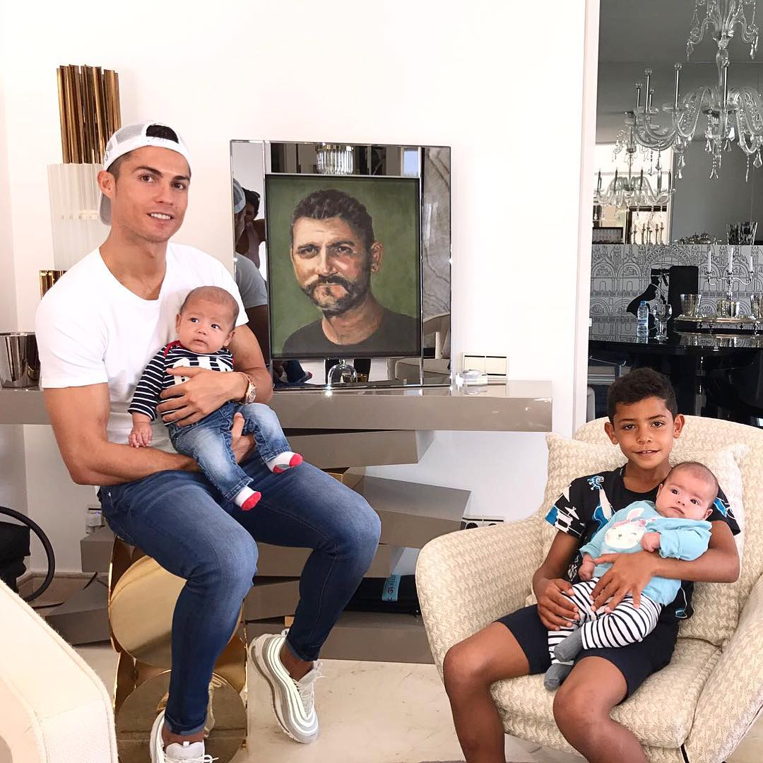 Отец-чемпион: Криштиану Роналду стал папой в 4-й раз