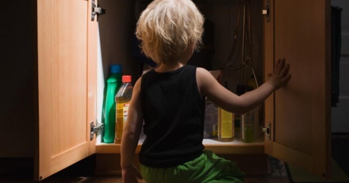 Осторожно: 12 неожиданных вещей, которые может проглотить ребенок