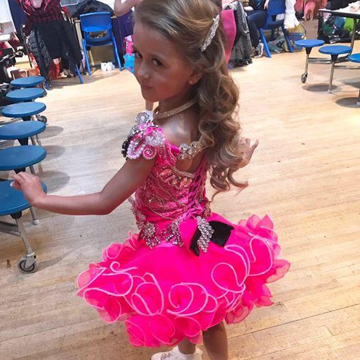 7-летняя Барби: мама превратила свою дочь в живую куклу