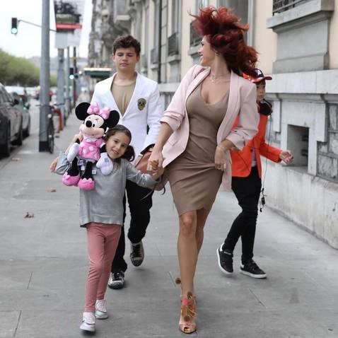 Приемная дочь: кто эта девочка с певицей Ольгой Романовской