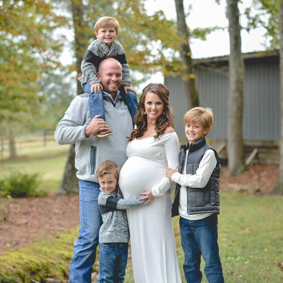 Подарок судьбы: после лечения - мать 3-х детей родила шестерняшек