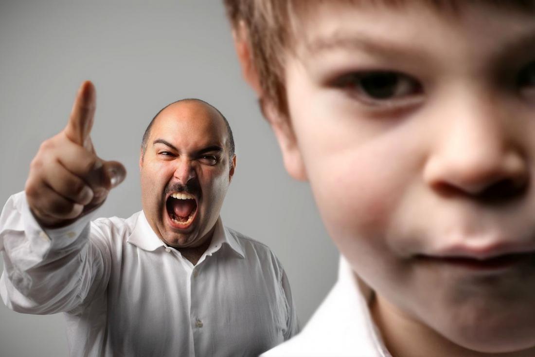 Разрушительный эффект: 10 фраз, которые ранят ребенка до глубины души