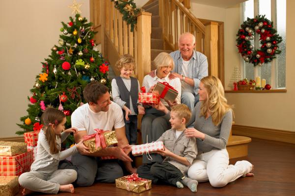 Как устроить веселый семейный праздник: 7 советов от эксперта
