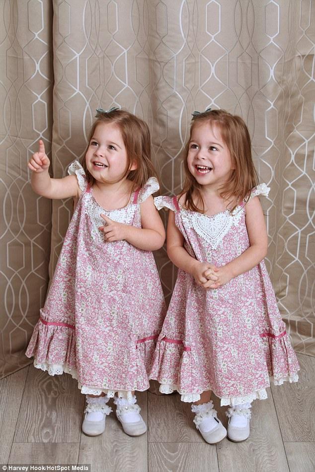 Вот это сходство: близняшки из Болтона - копии принцессы Шарлотты