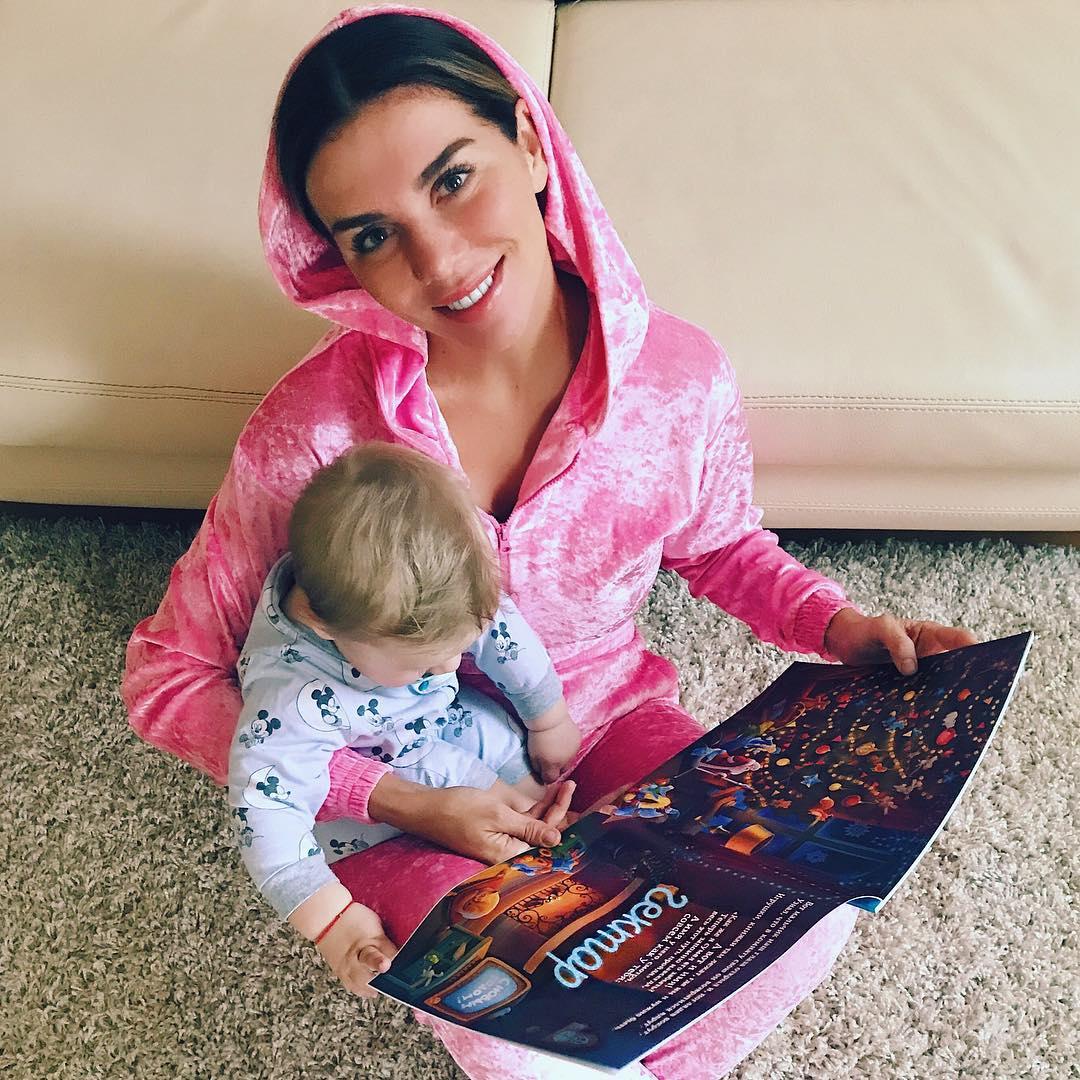 Новогодняя фотосессия: Седокова показала сына Гектора на обложке HELLO
