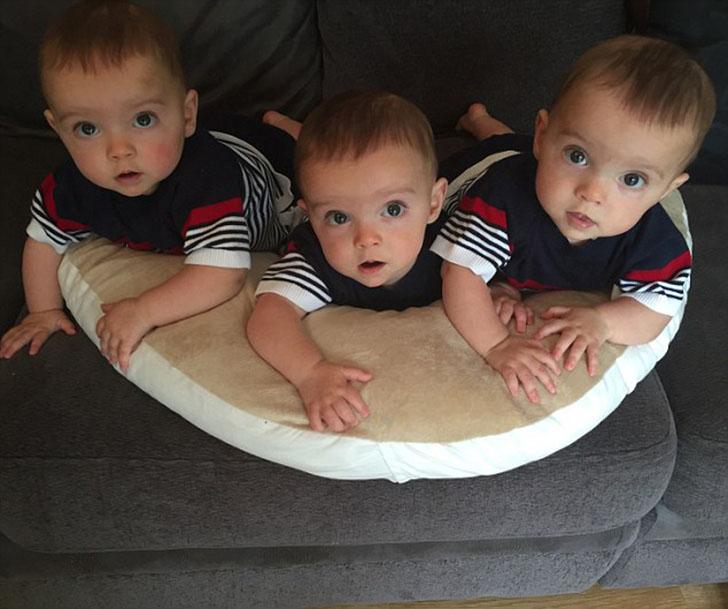 Абсолютно 1 в 1: в Британии родились тройняшки - 100% генетические копии