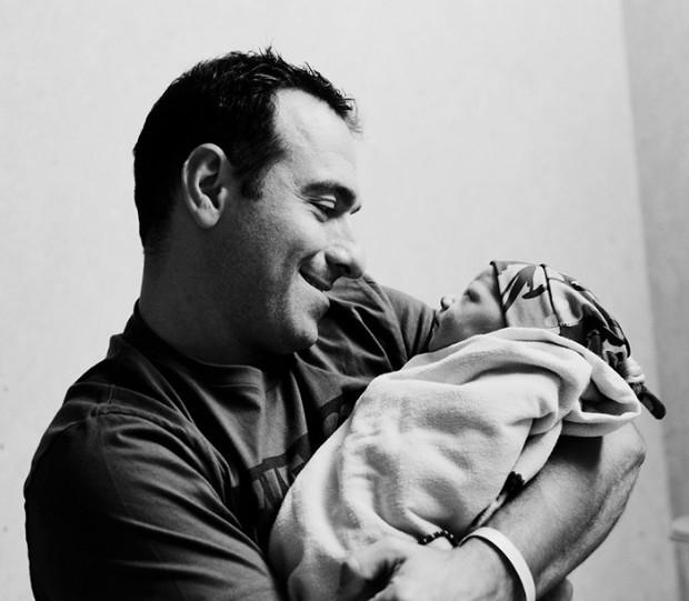 Связь папы и малыша: 20 безумно трогательных фото из личных архивов