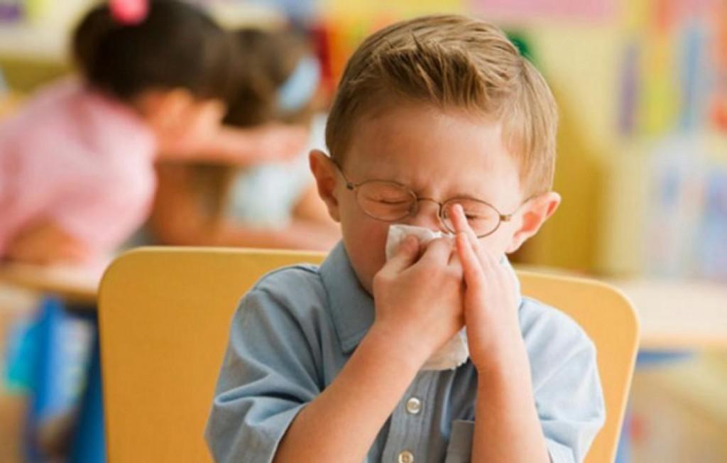 Водить или не водить: Комаровский о болеющих детях и садике