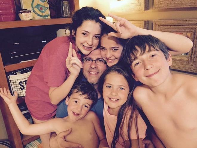 жена оставила мужа одного с 5 детьми