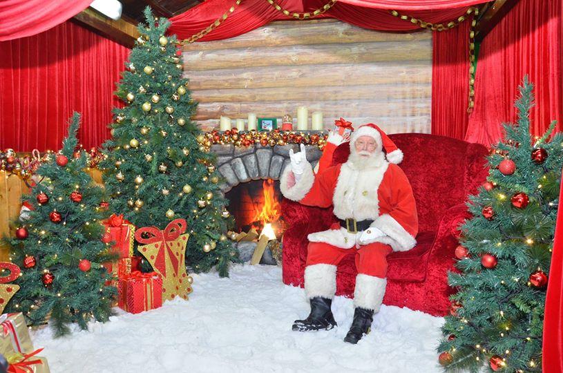 Санта в шоке: 10 пар близнецов пришли попросить подарок на Рождество