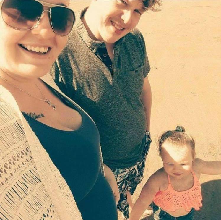 Потеряла память после родов: мама 2-х детей думает, что ей снова 13