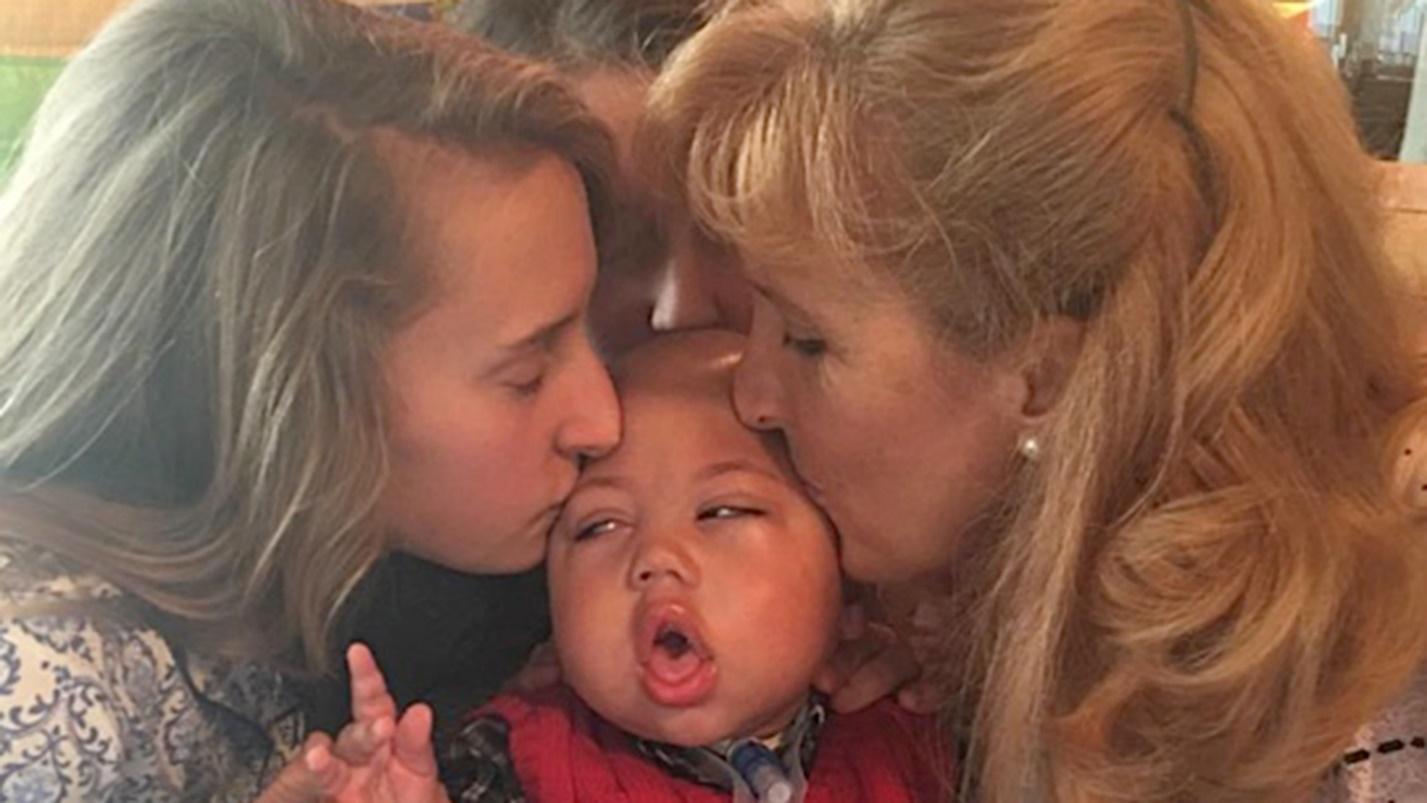 Огромное Сердце: мама 8-х детей усыновляет тяжело больных малышей