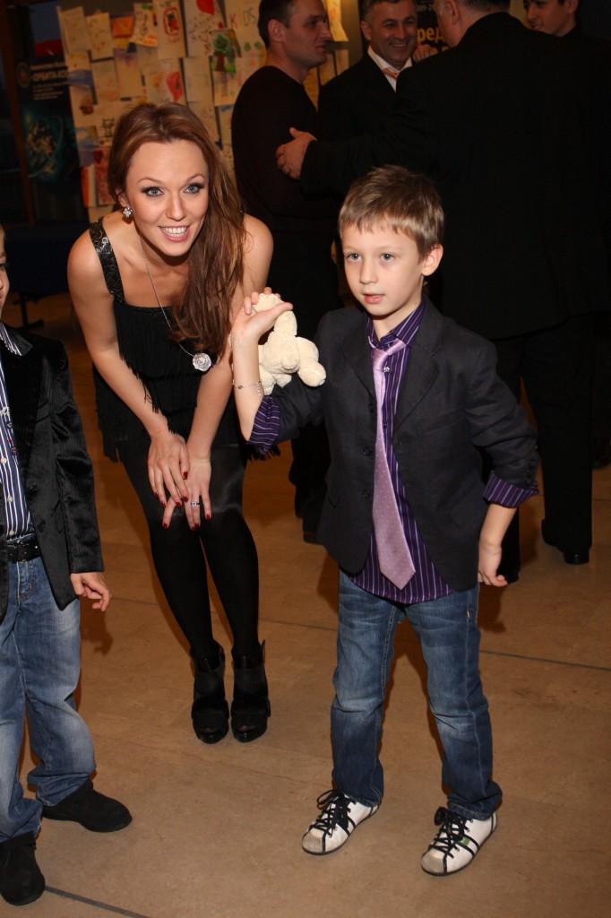 Мои доченьки: Валерий Меладзе похвастался снимком с 3-мя детьми
