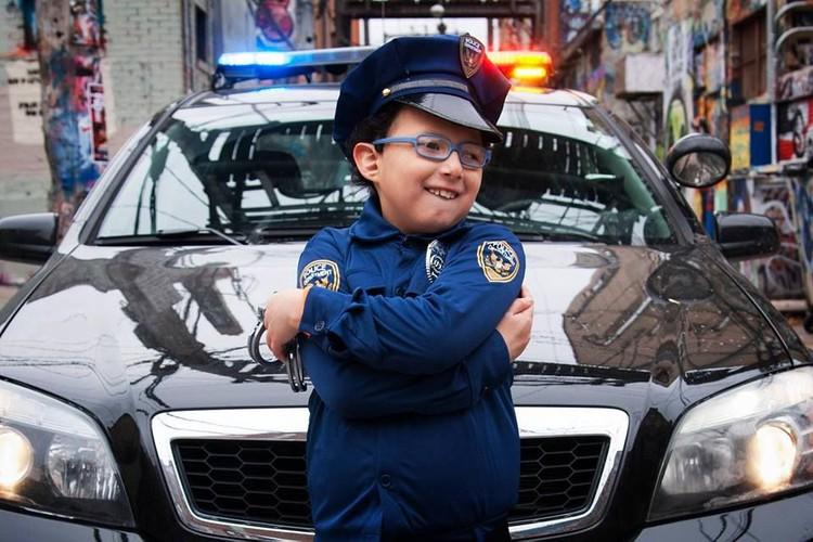 Как же сияют их глаза: полицейские исполнили мечту особенных детей
