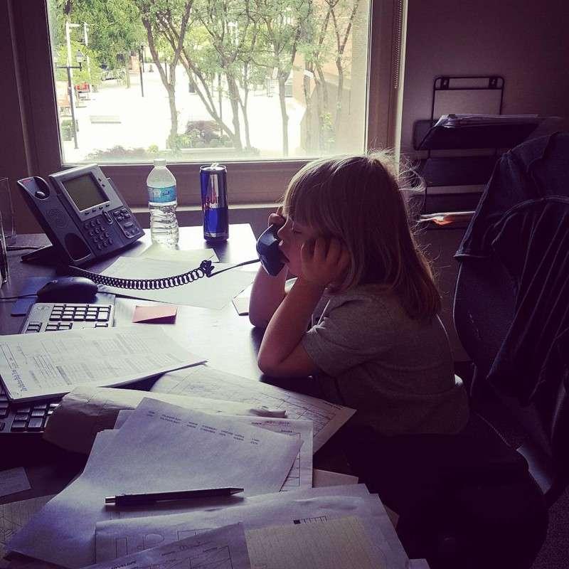 Когда ребенка нужно взять на работу: 20 моментов из реальной жизни