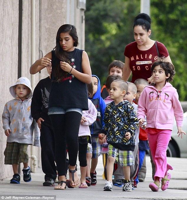 Родить 8 детей сразу, чтобы прославиться: окто-мама осталась без денег на жизнь